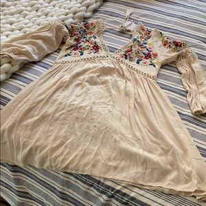 Beautiful dress with Embroidery NWT